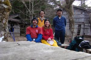 メキシコからの富士登山の人たちと旧登山道にて