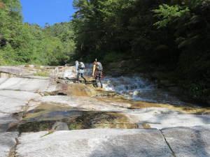 布滝を越えても尚、滑滝は続いていた