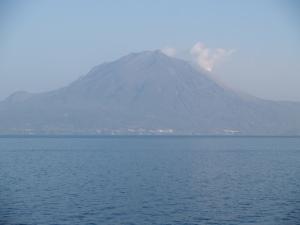 鴨池港から垂水港に向かう途中から眺めた桜島