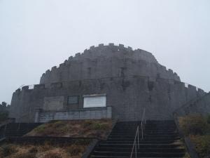 2015年1月1日最初の1等三角点が座す欧州の城塞のような権現ヶ尾
