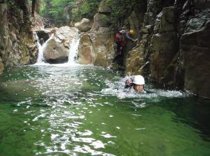 ツメカリ谷の深淵を泳ぐ