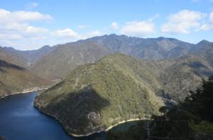 上臈岩から眺めた三ッ瀬明神山