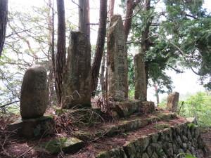 山頂の石碑群