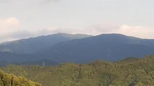 お須原山からの寧比曽岳と筈ヶ岳